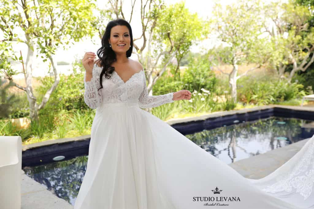Long sleeve lace dress for curvy bride